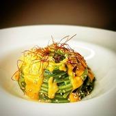 La selezione del giorno 🍽️ Spaghetti alla chitarra con estratto di cavolo nero, besciamella alla 'nduja e sesamo tostato 😍 Buon pomeriggio 😉 👨🍳@gennarino_chef 🇮🇹 🛒 Shop online: www.atmosferaitaliana.it 🇮🇹🇬🇧 {#adv } • • • • • #italianfood#delicious#yummy#foodie#foodporn#foodpics#100ita#artofplating#foodlovers#foodart#foodblogger#primipiatti#italianpasta#IFPgallery #pastalover #italianfoodstyle #sharefood #finedining #lovecooking #italianrecipes #foodvibes #spaghettilover #spaghetti #foodphotography #foodstyling #cucinaitaliana #spaghettilover #nduja #gourmetfood #chefstalk ------- © Le immagini sono dei rispettivi autori taggati. In caso di problemi riguardanti il diritto d'autore, potete segnalarlo in direct e le immagini saranno rimosse.