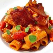 La selezione del giorno 🍽️ Rigatoni integrali con ciliegini, passata rustica e prosciutto 💥 Pronti per una nuova settimana?🔋 👨🍳 @rinaldonimichele 🇮🇹 🛒 Shop online: www.atmosferaitaliana.it 🇮🇹🇬🇧 {#adv } • • • • • #italianfood#delicious#yummy#foodie#foodporn#foodpics#100ita#artofplating#foodlovers#foodart#foodblogger#primipiatti#italianpasta#IFPgallery #pastalover #italianfoodstyle #sharefood #finedining #lovecooking #italianrecipes #foodvibes #spaghettilover #spaghetti #foodphotography #chefstalk #foodstyling #cucinaitaliana #spaghettilover #prosciutto ------- © Le immagini sono dei rispettivi autori taggati. In caso di problemi riguardanti il diritto d'autore, potete segnalarlo in direct e le immagini saranno rimosse.