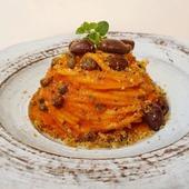 """La selezione del giorno 🍽️ Spaghetti """"Pastificio Agricolo Mancini """" al pomodoro, aglio, olive, acciughe, capperi, taralli aromatizzati all'origano e origano fresco 😋 Che avete mangiato voi? 😉 👩🍳 @lamaisondemary 🇮🇹 🛒 Shop online: www.atmosferaitaliana.it 🇮🇹🇬🇧 {#adv } 💥 Codice promo BLACK WEEK -15%: BLK15 • • • • • #italianfood#delicious#yummy#foodie#foodporn#foodpics#100ita#artofplating#foodlovers#foodart#foodblogger#primipiatti#italianpasta#IFPgallery #pastalover #italianfoodstyle #sharefood #finedining #lovecooking #italianrecipes #foodvibes #spaghettilover #spaghetti #foodphotography #foodstyling #cucinaitaliana #spaghettilover #blackfriday #pastamancini ------- © Le immagini sono dei rispettivi autori taggati. In caso di problemi riguardanti il diritto d'autore, potete segnalarlo in direct e le immagini saranno rimosse."""