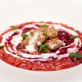 """Il Risotto del giorno 🍽 Riso Carnaroli """"Riserva San Massimo"""" alla crema di barbabietola e cumino, robiola di capra e cervella di vitello alla menta 🔝Consigliamo sempre il riso """"Riserva San Massimo"""", protagonista di #masterchefit 🌾 👩🍳 @io_cheff 🇮🇹 🛒 Shop online: www.atmosferaitaliana.it 🇮🇹🇬🇧 {adv} • • • • • #italianfood#gourmetfood#foodoftheday#foodart#foodstyling#delicious#foodpics#foodphotography#foodlover#lovefood#healthyrecipes#cooking#lovecooking#recipeshare#cucinaitaliana#artofplating#risotto#100ita#finedining #rice#enjoyfood #gastroart #riso #IFPgallery #cheflifestyle #riservasanmassimo #foodphoto #carnaroli #masterchef ------- © Le immagini sono dei rispettivi autori taggati. In caso di problemi riguardanti il diritto d'autore, potete segnalarlo in direct e le immagini saranno rimosse."""